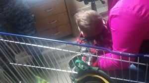 В Брянске женщина с ребенком устроила драку в гипермаркете «Линия»