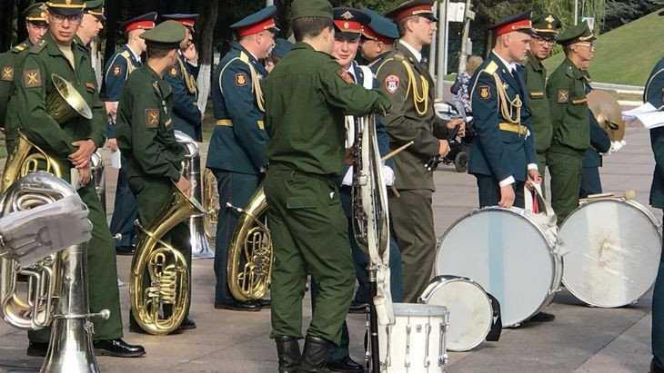 В Брянске на Кургане Бессмертия прошла первая репетиция Парада Победы