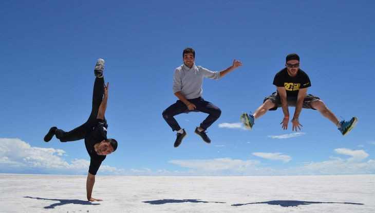 Как русская девушка прыгала над солончаком в Боливии