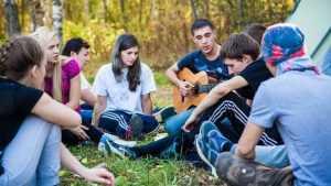 В брянском лагере открылся туристический фестиваль «Под облаками»