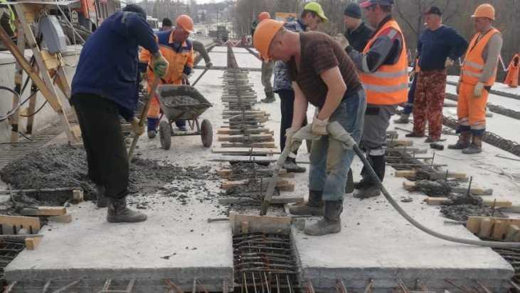 В Брянске на Первомайском мосту смонтировали 60 балок из 72