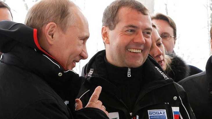 Путин заработал в 2018 году 8,6 млн рублей, Медведев – 9,9