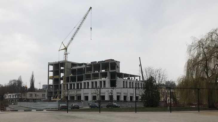 На набережной Брянска построили основную часть новой гостиницы