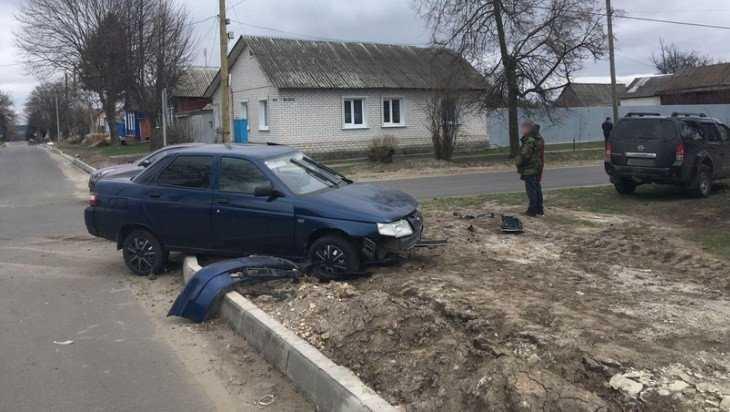 В Севске мужчина на Nissan протаранил легковушку и ранил водителя