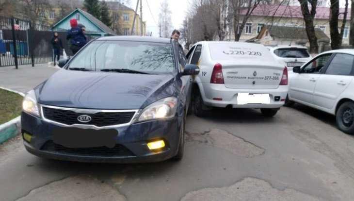 В Брянске произошло ДТП с участием «Яндекс. Такси»
