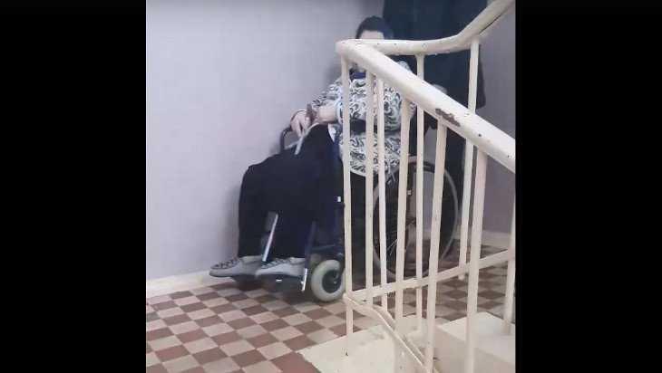 В брянской лечебнице для неходячих пациентов не предусмотрели лифт