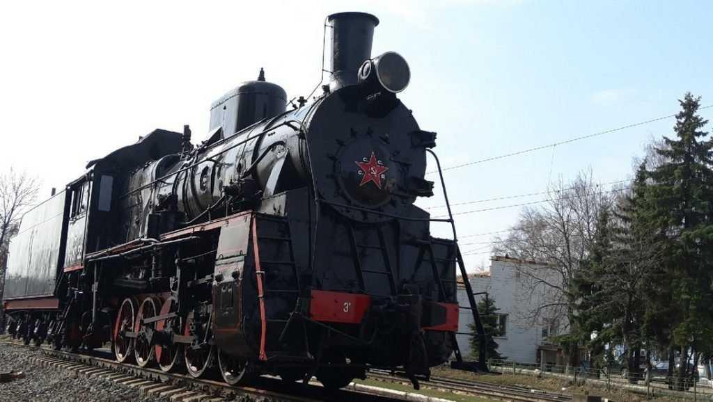 Новый памятник-паровоз установлен в локомотивном депо Брянск-II