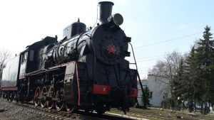 В Брянске возле локомотивного депо установили памятник-паровоз