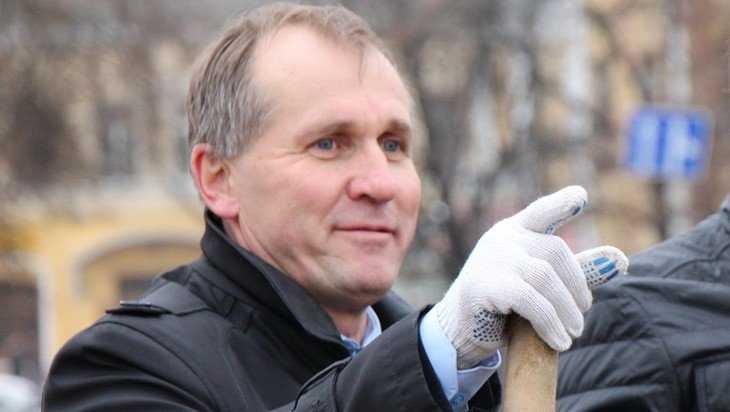 Коломейцева грозно окружили мэр Брянска Макаров, Башлаков и Граборов