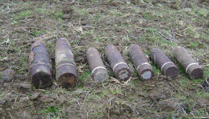 В Погарском районе в поле обнаружили 91 снаряд времён войны