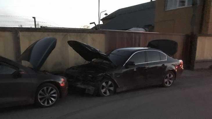 В Брянске дорогой BMW проиграл бой строительному крану депутата