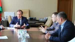 Мэр Брянска встретился с тяжёлоатлетом Егором Климоновым и его тренером