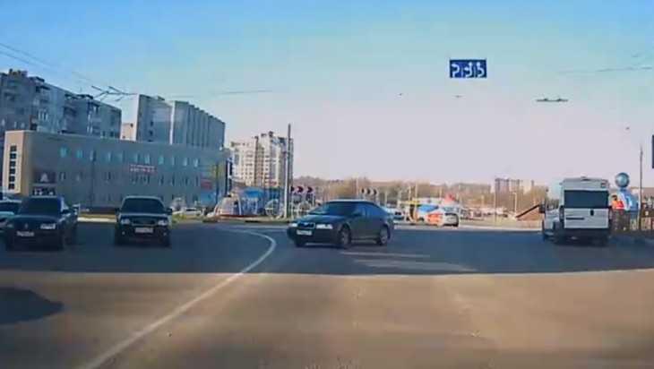 В Брянске на кольце замечтавшийся водитель проехал «против шерсти»