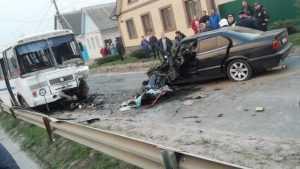 В Почепе в страшном ДТП с автобусом погиб водитель BMW