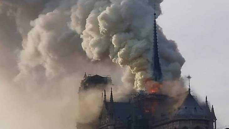 Со слезами на глазах: Путин рассказал о пожаре в Нотр-Даме