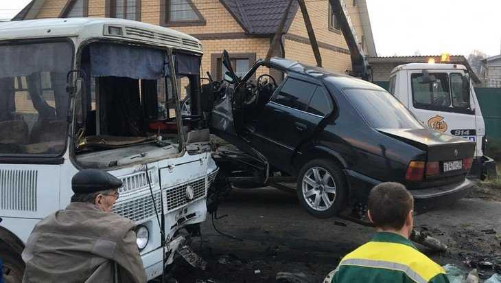 В Почепе в страшном ДТП с автобусом погиб 32-летний водитель BMW