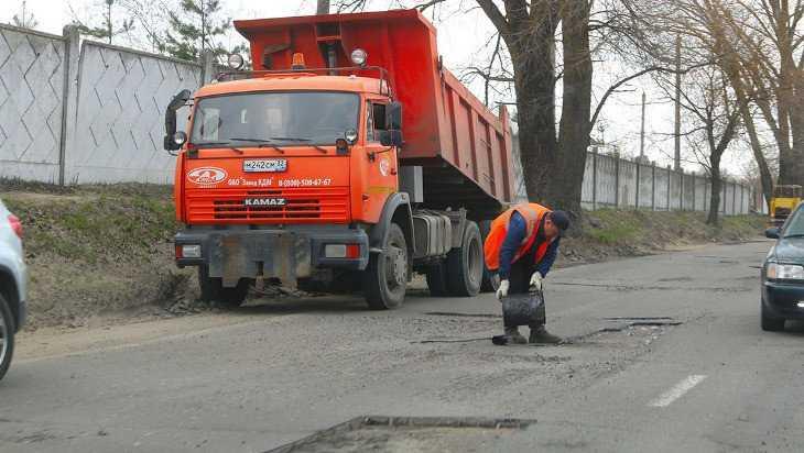 В Брянске залатали ямы на 3200 квадратных метров дорог