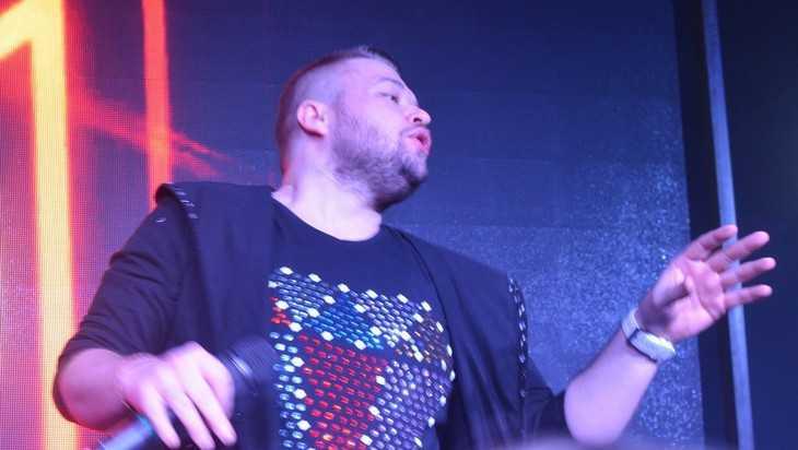 В Брянске прошла ретро-вечеринка Михаила Жукова с песнями «Руки вверх»