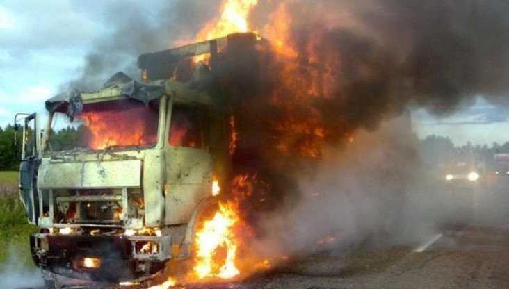 В Клинцовском районе сгорел грузовик