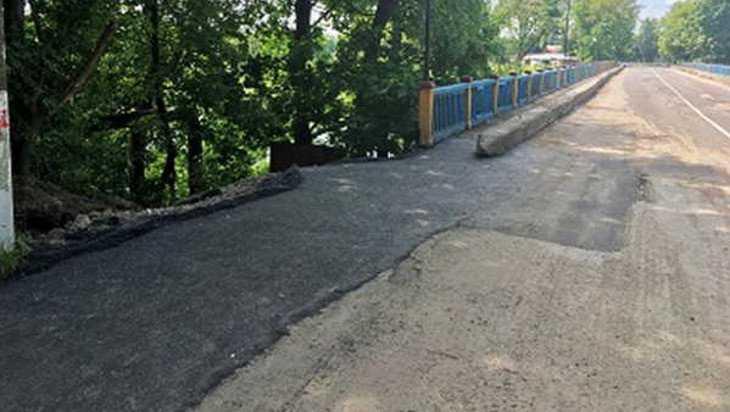 В Сураже восстановили асфальт на поврежденном ливнем мосту