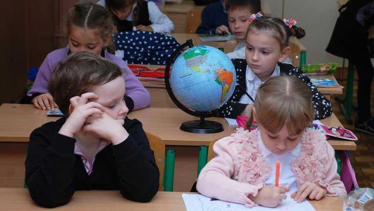 «Русские дети, которых вынудили учиться на латышском языке, плачут»