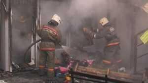 В Брянске сгорел торговый павильон на улице Молокова