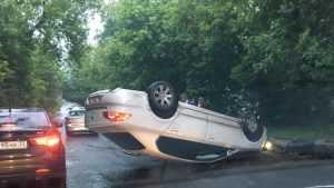 В Советском районе Брянска утром перевернулся автомобиль