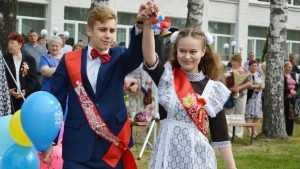 Последние звонки прозвенели для 16 с лишним тысяч брянских выпускников