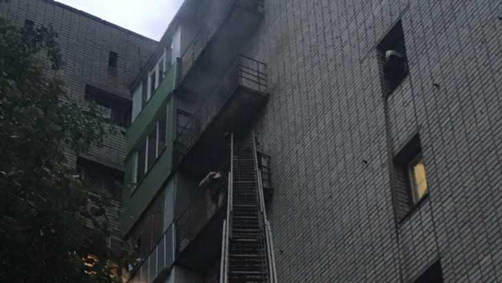 В Брянске из-за пожара в большом общежитии эвакуировали 30 человек