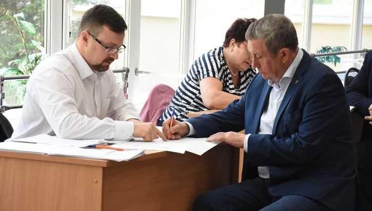 Владимир Попков проголосовал на участке в Брянском госуниверситете