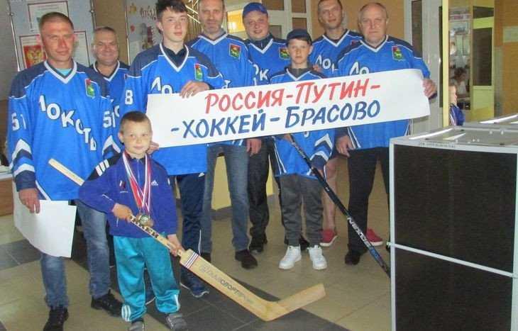 В Брасовском районе первыми на счетный участок пришли хоккеисты