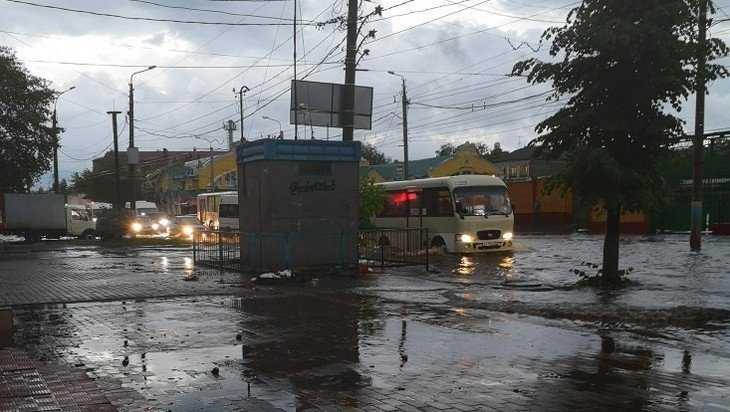 В Бежицком районе Брянска ливень затопил множество частных домов