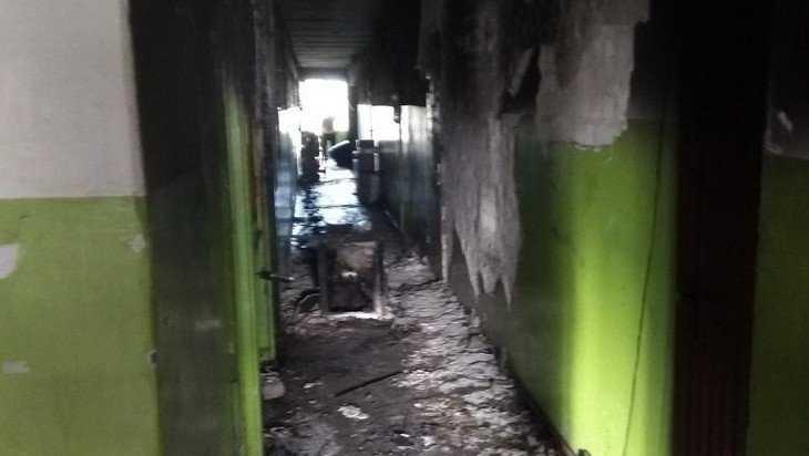 Опубликованы снимки последствий пожара в 9-этажном общежитии Брянска