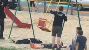 В Брянске сняли видео опасных развлечений детей с качелями