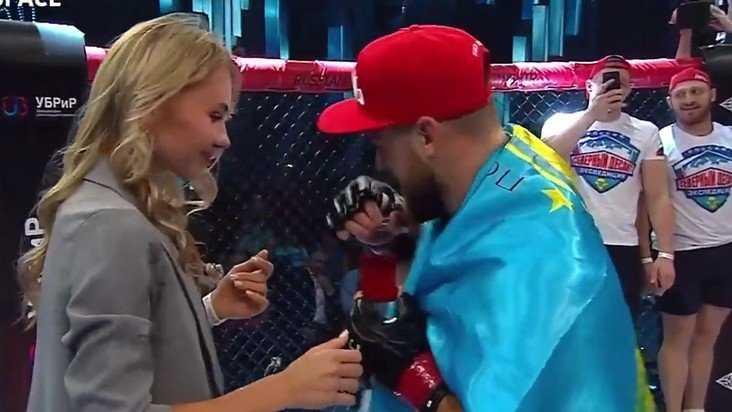 После победы брянский боец Алексахин сделал предложение своей девушке