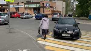 В Брянске автомобилистку призвали казнить за стоянку на переходе