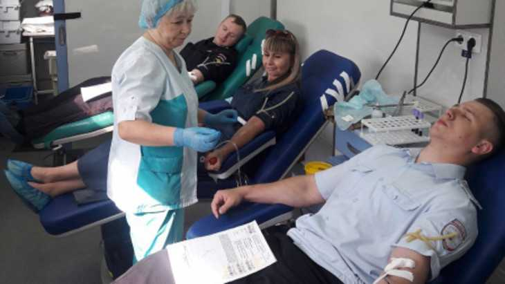 Брянские полицейские сдали 40 с лишним литров крови