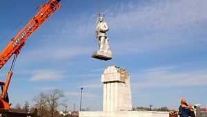 В Белоруссии впервые официально снесли памятник Ленину