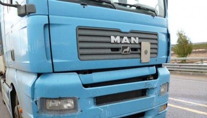 Под Брянском иномарка врезалась грузовик – погибла 50-летняя женщина