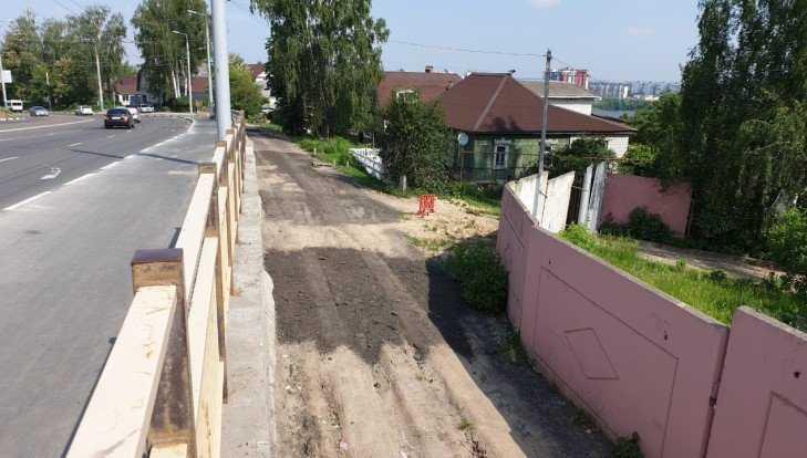 В Брянске строители засыпали провалы на Городищенской горке