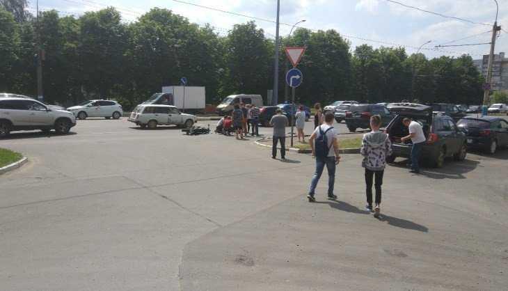 В Брянске на Московском проспекте мотоциклист попал под внедорожник