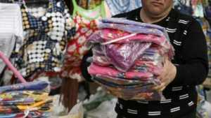 В Сураже наказали торговцев контрафактной детской одеждой