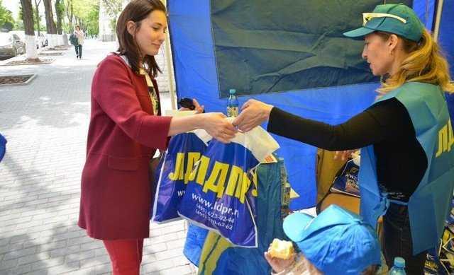 В Крыму высмеяли сторонников ЛДПР с брянской водой