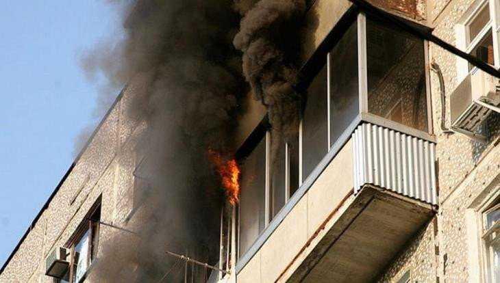 В Фокинском районе Брянска потушили горевший балкон многоэтажки