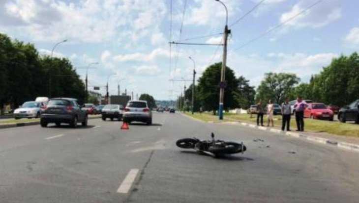 В Брянске женщина на Volkswagen покалечила 20-летнего мотоциклиста