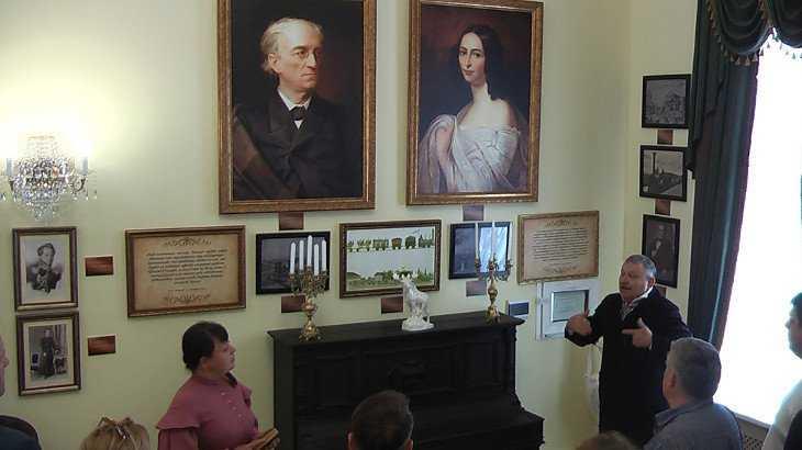 В Жуковке на вокзале открыли музейную комнату Тютчева