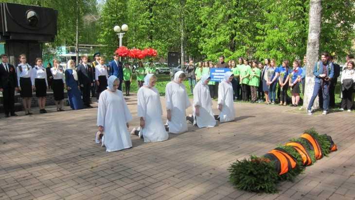 В брянских Лесных Сараях почтили память жертв войны