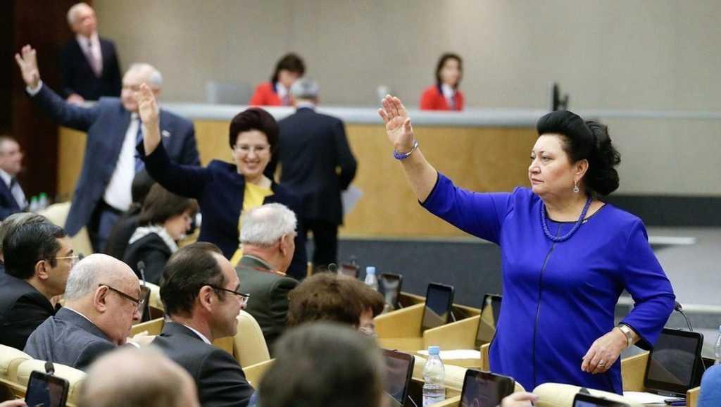 На чистку депутатских планшетов потратят полмиллиона рублей
