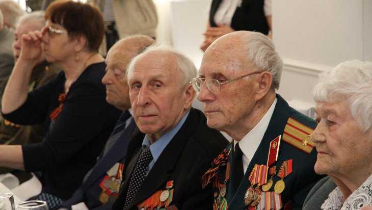 В Брянске поздравили ветеранов войны