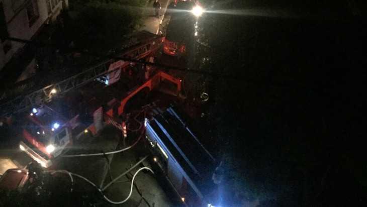 Брянские пожарные эвакуировали из горевшей девятиэтажки 25 человек